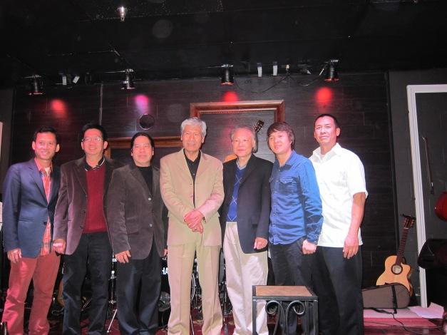 Từ- Công- Phụng, Đăng -Khánh và Ban nhạc Sỹ- Dự Hội Quán Lạc Cầm
